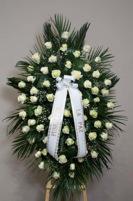 Centro colgante de rosas - Funeraria La Paz Verín