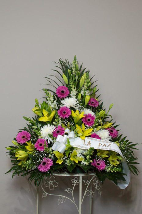 Centro de flores variadas - Funeraria La Paz Verín