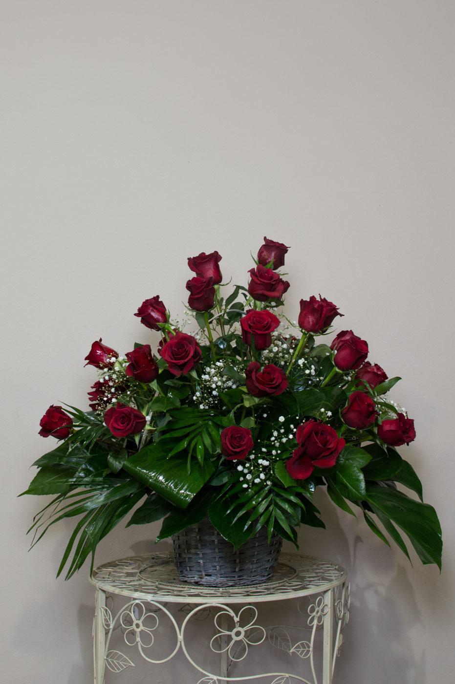 Cesta de rosas - Funeraria La Paz Verín