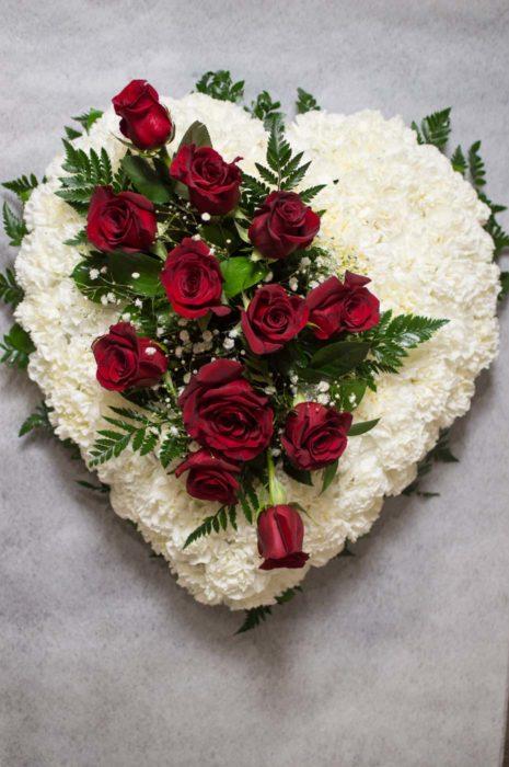 Corazón de flores - Funeraria La Paz Verín