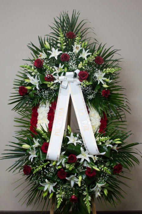 Corona 2 cabezales de rosas y claveles - Funeraria La Paz Verín